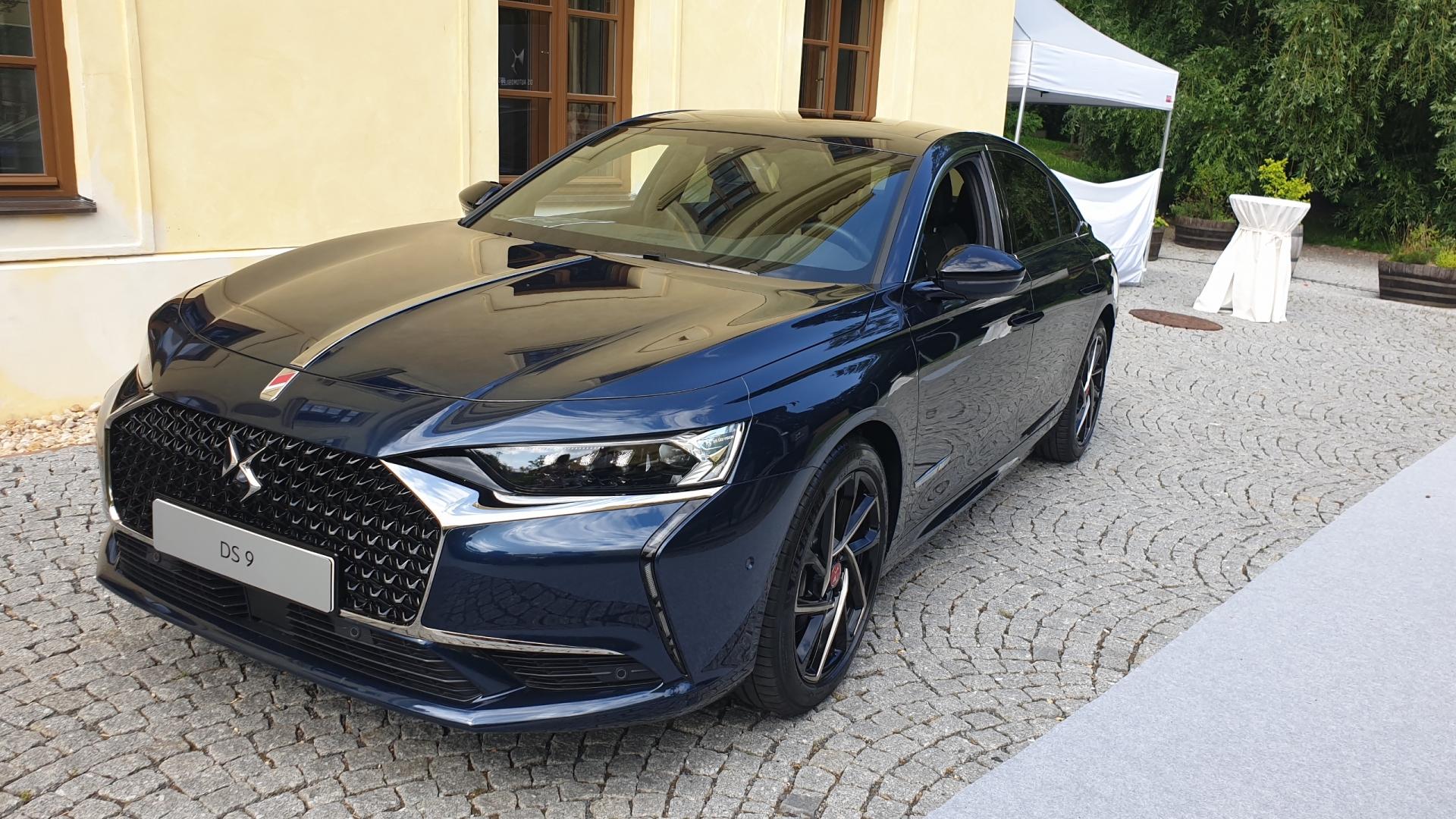 Francouzský sedan vyrobený v Číně přijíždí do Česka. DS 9 je dražší než Mercedes třídy E