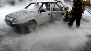 Požár zničil elektrickou Škodu Favorit