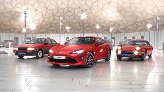 Sportovní vozy Toyota dobyly svět. Staly se filmovými hvězdami, závodními fenomény i dětskými sny