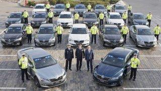 Škoda Auto dodá 38 automobilů pro Službu dopravní policie ČR. Předáno bylo prvních 19 vozů Škoda Superb.