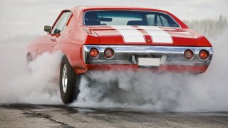 Podívejte se, jak se během let proměnil Mustang, Corvette a Challenger