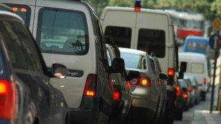 Komentář: Praha bezhlavě experimentuje s dopravou. Řidiče i obyvatele má jako rukojmí