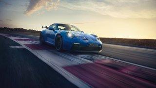 Svět je ještě v pořádku. Porsche 911 GT3 má stále atmosférický boxer, který točí 9000 otáček