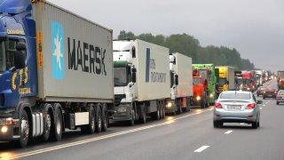 Praha nečekaně zakázala vjezd kamionů. Zaplaví střední Čechy, varuje ministerstvo