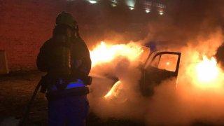 Pěkně žhavý advent v anglické garáži: popelem lehlo na 70 sběratelských skvostů včetně LaFerrari