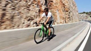 Závodní kolo od škodovky váží sedm a půl kilo. Je to taková Octavia RS na dvou kolech