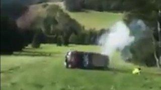 Slovenští záchranáři se s terénním autem skutáleli z prudkého svahu. Jeden vypadl z auta