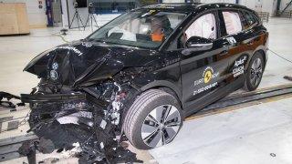 To je hrůza - už s ním třískli. Tahle vypadá Škoda Enyaq iV po totálce!