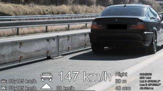 Řidič BMW se nebezpečným zúžením na D1 prohnal skoro 150 km/h. Nejspíš přijde o řidičák