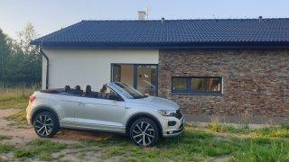 Volkswagen T-ROC Cabriolet lze používat i jako jediné auto do rodiny. Není to ideál, ale ani tortura