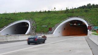 Většinu tunelů hlídají radary.
