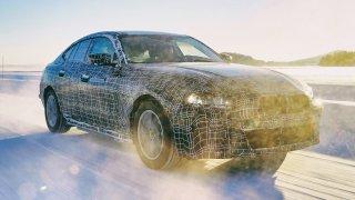 Nový elektromobil BMW i4 bude mít dojezd na nabití až 600 km. K tomu gigantický výkon 530 koní