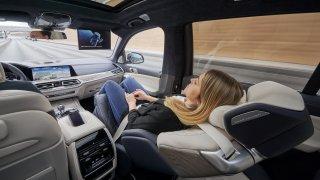 Nejpohodlnější sedačka na světě? BMW ukázalo ZeroG Lounger určený pro model X7