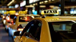 Žlutou barvu na budapešťských taxících má na svědomí česká firma. Autofólie jsou od té doby hitem