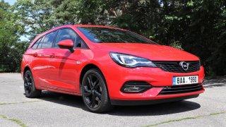 Test rodinného kombi Opel Astra ST 1.5 CDTI AT: Ani devět kvaltů z tříválce čtyřválec neudělá