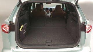 Měřili jsme Škodu Enyaq iV. V kabině nabídne více prostoru než Octavia Combi, má ale menší kufr