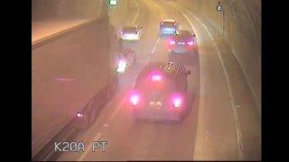 Řidičce v brněnském tunelu kleklo auto. Zachovala se vzorně, na rozdíl od řady ignorantů za ní