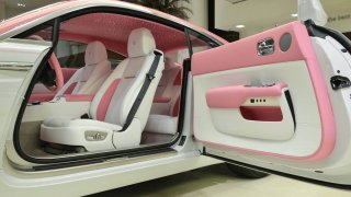 Rolls-Royce Wraith růžový 4