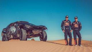 Tým Peugeotu vyrazí na Dakar vhvězdné sestavě. Bude vní iSébastien Loeb!
