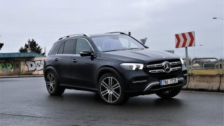 Luxusní limuzínu, minibus i offroad můžete mít v jednom autě - Mercedesu GLE. Má to však jednu chybu