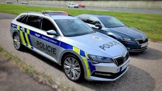 """Že polepené policejní auto neměří? To už neplatí. Tento vůz bude lovit """"piráty"""" a není poslední"""