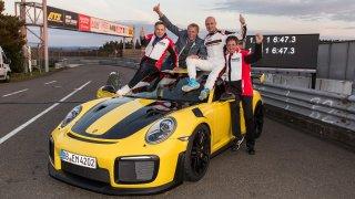 Je to oficiální! Porsche 911 GT2 RS na Ringu zdevastovalo úplně všechny