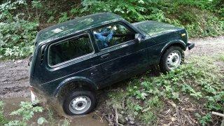 Lada 4x4 je dokonalé retro. V lese a na poli ale těžko hledá konkurenci i mezi současnými SUV