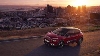 Omlazený Citroën C3 dostal novou  bezpečnostní výbavu a potěší i vymazleným interiérem