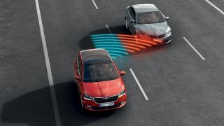 EU schválila nové povinné bezpečnostní prvky do aut. Automobilky kvůli tomu zdraží. Víme, o kolik