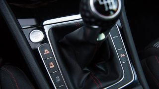 Volkswagen Golf GTI interiér 3