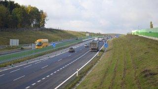 Podjíždění v připojovacím pruhu na dálnici není přestupek. To brždění či zastavení zavání průšvihem