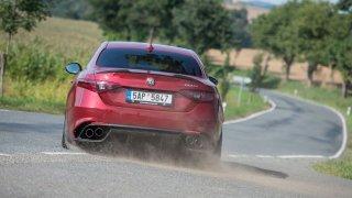 Rozum místo vášně? Alfa Romeo Giulia má dostat 350 hybridních koní