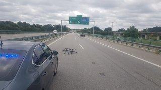 Jízdní kolo na dálnici