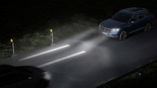 Interaktivní přední a zadní světlomety pro bezpečnost provozu