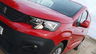 Pracovitý Peugeot Partner s dieselem pod kapotou jezdí za hubičku. Navíc posádku perfektně sveze