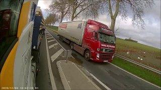 Český řidič kamiónu se předvedl ve Francii. Málem zlikvidoval posádky ve třech osobních autech