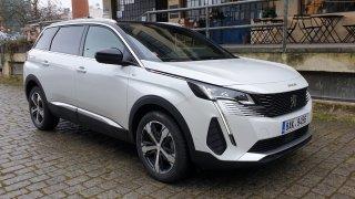 Elektřina předčila při testech nového Peugeotu 3008 a 5008 benzin i naftu. Do první prudké zatáčky