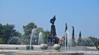 Památník nezávislosti Albánie, která byla vyh