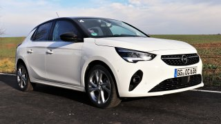 Úsporné motory, chytré světlomety a okouzlující jízdní vlastnosti. Nový Opel Corsa dorazil do ČR
