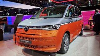 Prohlédli jsme si nový VW Multivan. Má sice naftu, ale Čechy chce lákat na hybrid