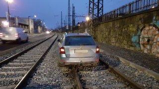 řidiči v kolejích
