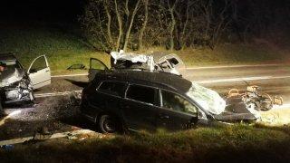 Čtyři lidé zemřeli v autech u Znojma z jediného důvodu. Kvůli předjíždění přes plnou čáru