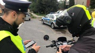 Český řidič se na dálnici v Polsku porval s motorkářem. Nechtělo se mu ho pustit ve frontě na mýto