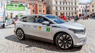 Jak se jezdí rallye s elektrickou Škodou Enyaq iV? Někdy je to větší adrenalin než v závodním autě