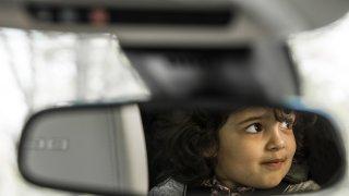 Blíží se další vlna zdražování nových aut? Měla by hlídat, aby se v nich neupekly malé děti