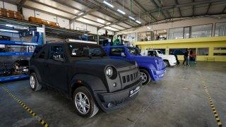 Jeep se spářil s Trabantem. Výsledek nerozbijete cihlou