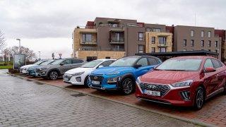 Elektrická Hyundai Kona by se mohla vyrábět v Česku. Teď se na trh dostala její hybridní verze