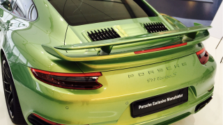 Porsche 911 Turbo S Exclusive Green 2