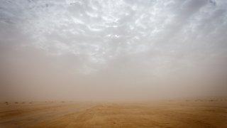 Nebe si podalo ruku s tuniským pískem