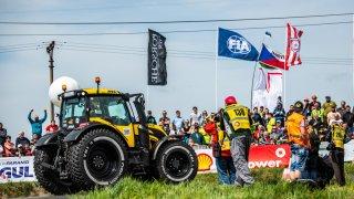 Macík s Brabcem vyrazili na trať Rallye Šumava s traktorem